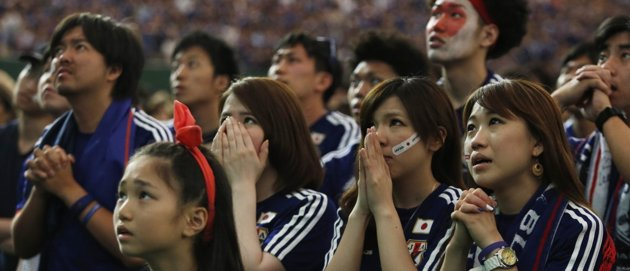 Japanese World Cup Fans Spotted Cleaning Up Stadium Bleachers After Game