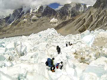 Japanese Climber Donates USD 100,000 to Everest Disaster's Kin